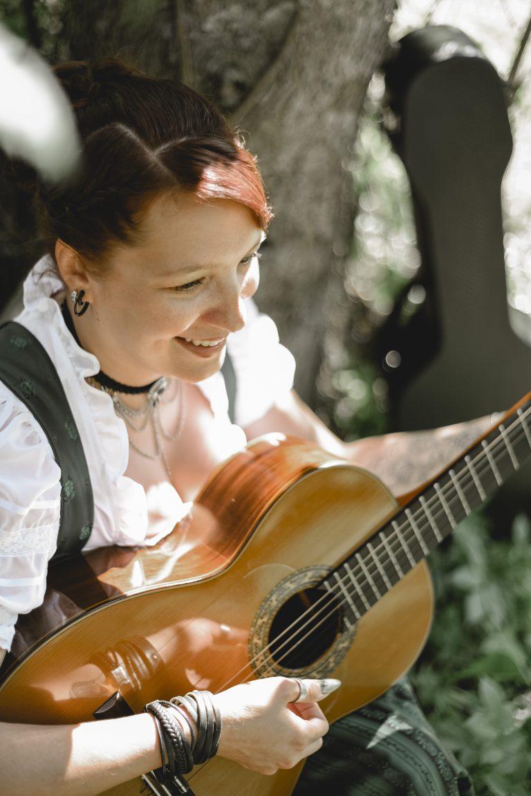 Isabella & ihre Gitarre